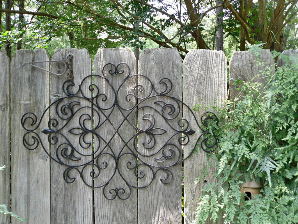 How can a wooden garden wall art make the difference for Wooden garden decorations